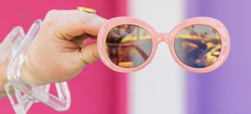 как выбрать очки с розовой оправой фото
