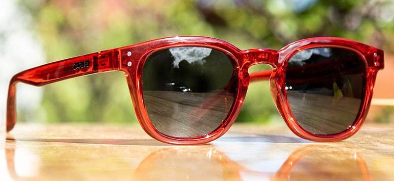 как выбрать очки в красной оправе фото