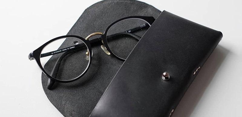 Как класть очки в футляр фото