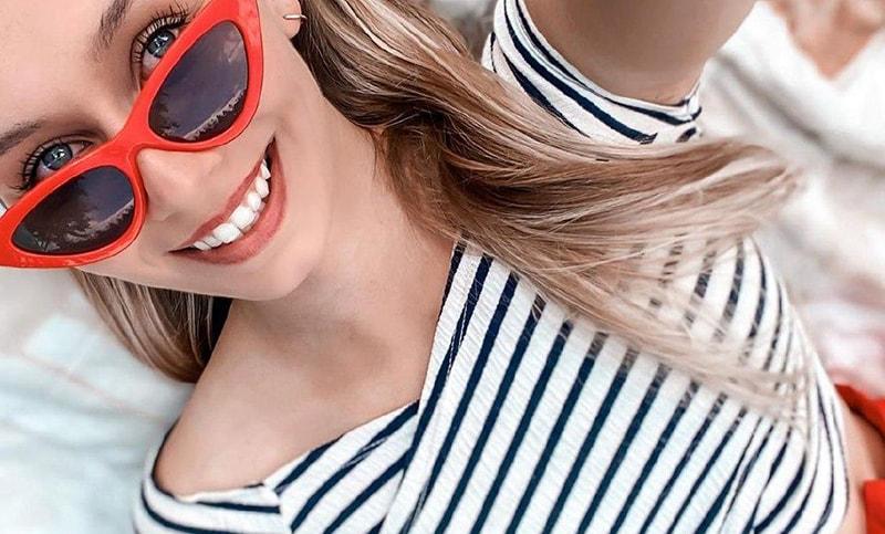 с чем носить красные солнцезащитные очки фото