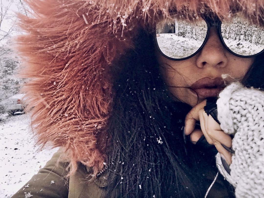Зеркальные солнцезащитные очки зимой