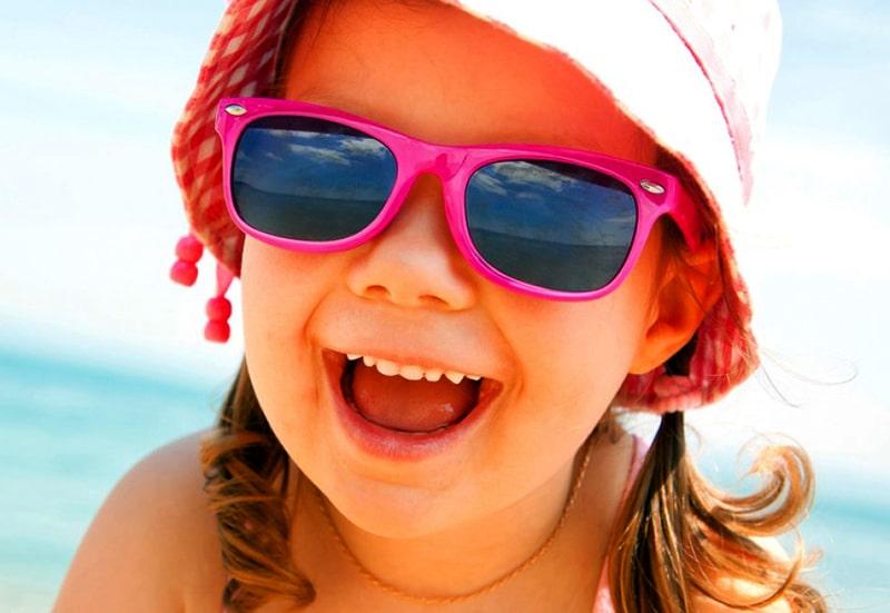 Когда ребенку можно начинать носить очки от солнца фото