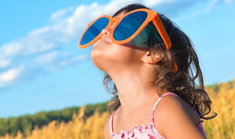 Солнечные очки необходимы детям фото