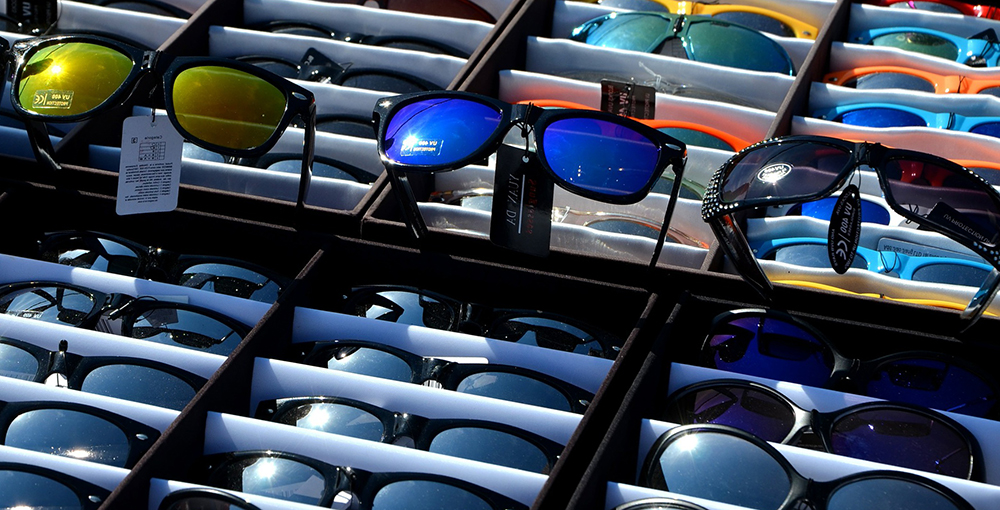 Очки от солнца разного цвета фото