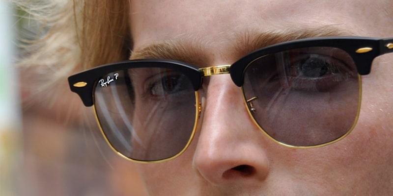 солнцезащитные очки в помещении картинка